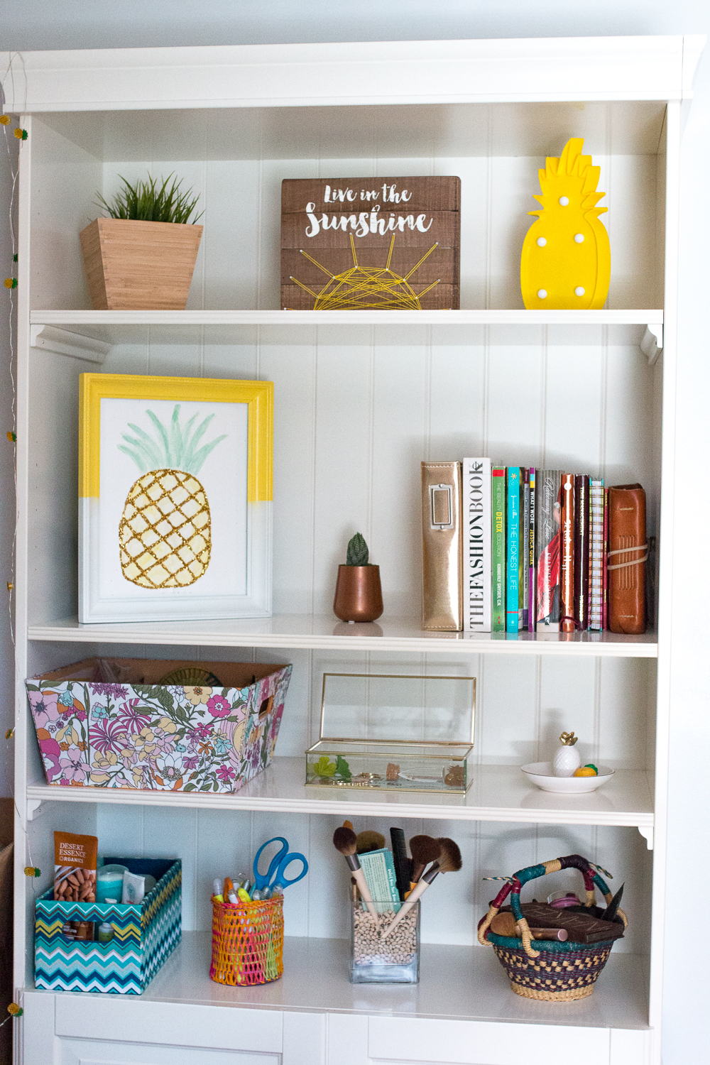 How to Organize a Bookshelf in a Small Space