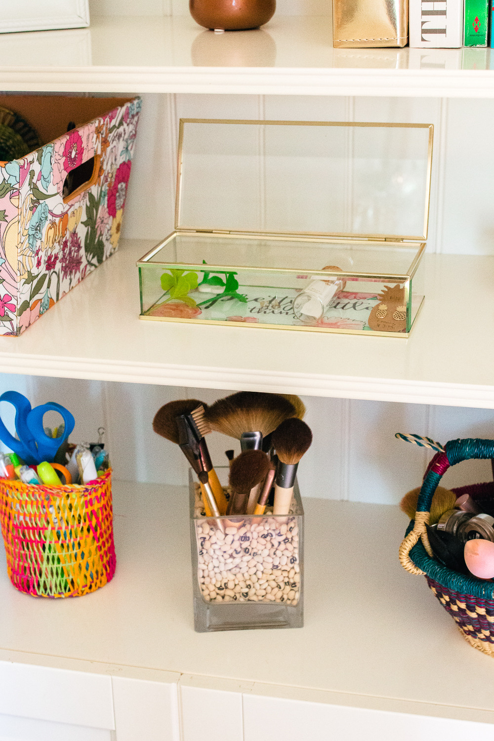 How to Organize Jewelry, Accessorizes and Makeup in a Small Space