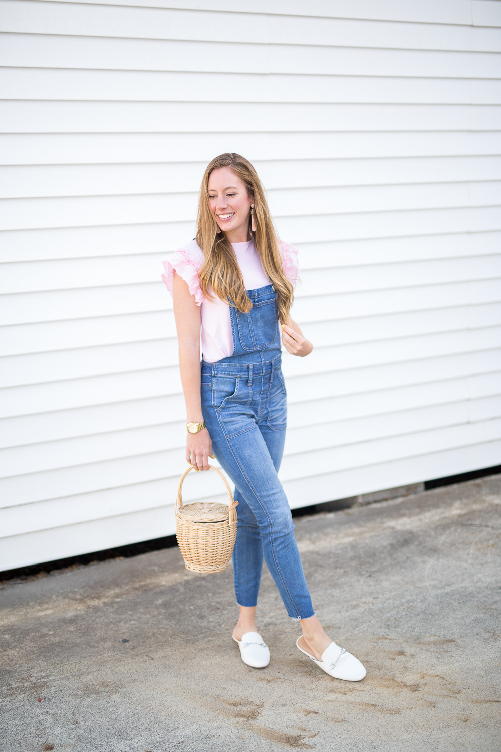 fb902b27e34a 5 Ways to Style Overalls for Spring - Sunshine Style