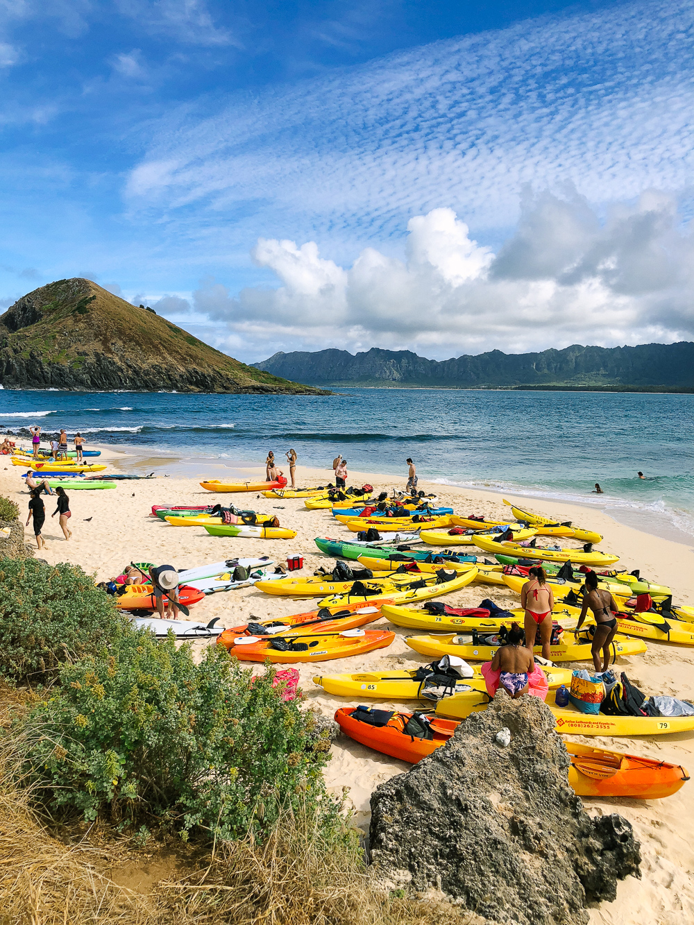 The Ultimate Oahu Travel Guide for the Adventurer - Kayaking at the Mokes | Sunshine Style