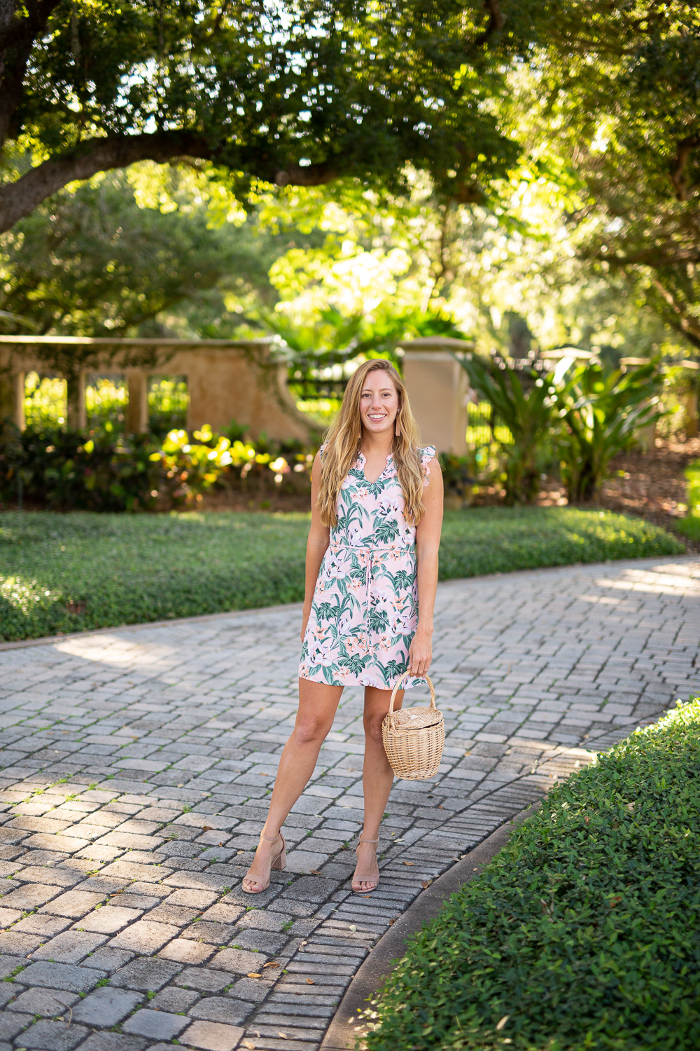 What to Wear to a Wedding: Floral, Maxi and Solid Colored Dresses | Sunshine Style