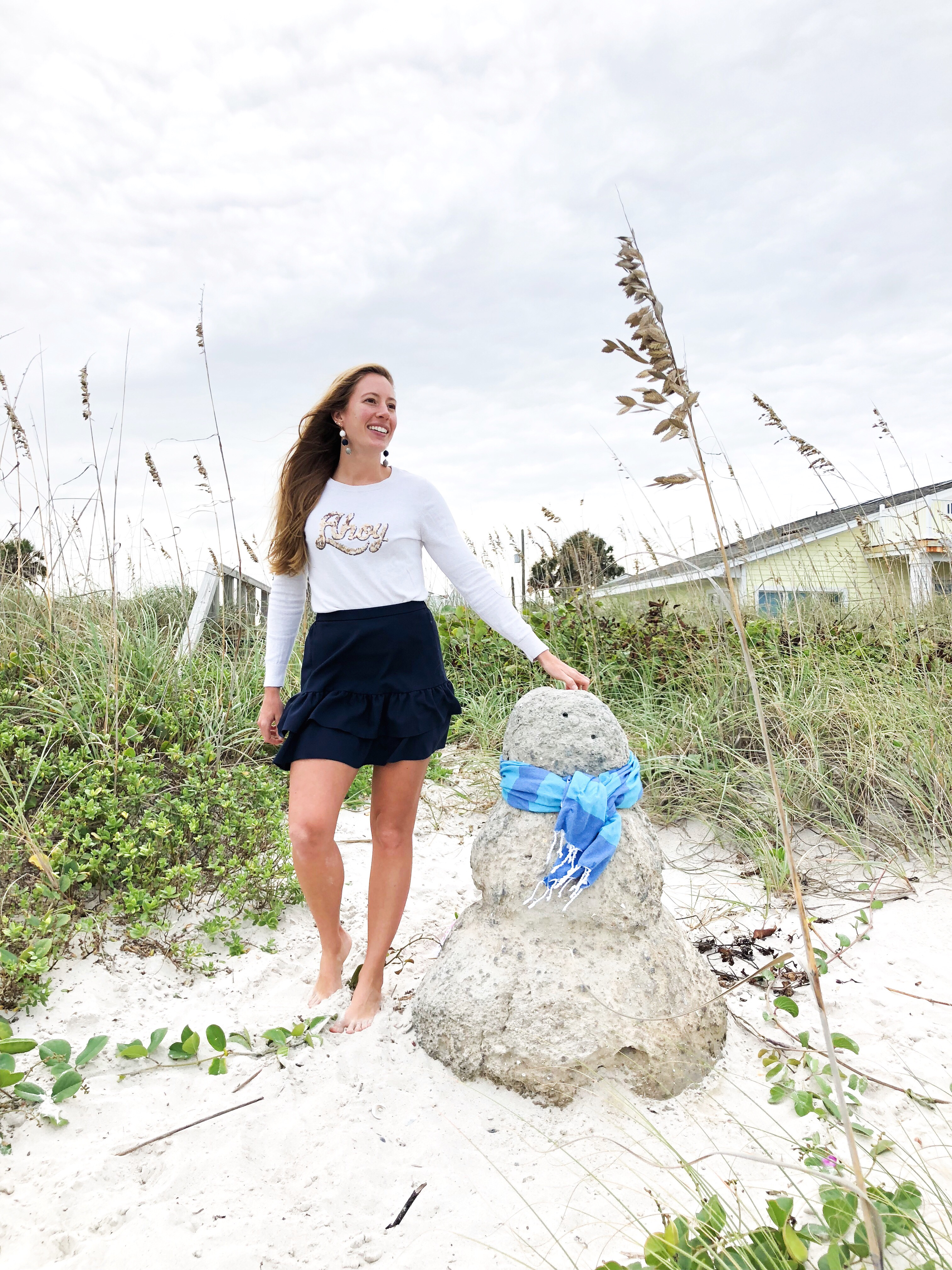 Best Black Friday Sales 2018 | Christmas in Florida | Beach Snowman | Sand Snowman - More on www.sunshinestyleblog.com