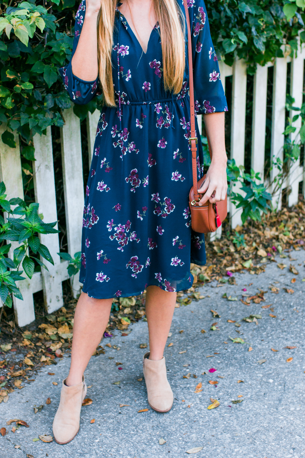 What to Wear in Florida During the Winter / Blue Floral Midi Dress / Long Sleeve Midi Dress with Ankle Boots / J.Crew Leather Bag / Panama Hat / Midi Dress for Work / More on www.sunshinestyleblog.com #mididress #dresses #floral #blogger #fashionblogger #styletip