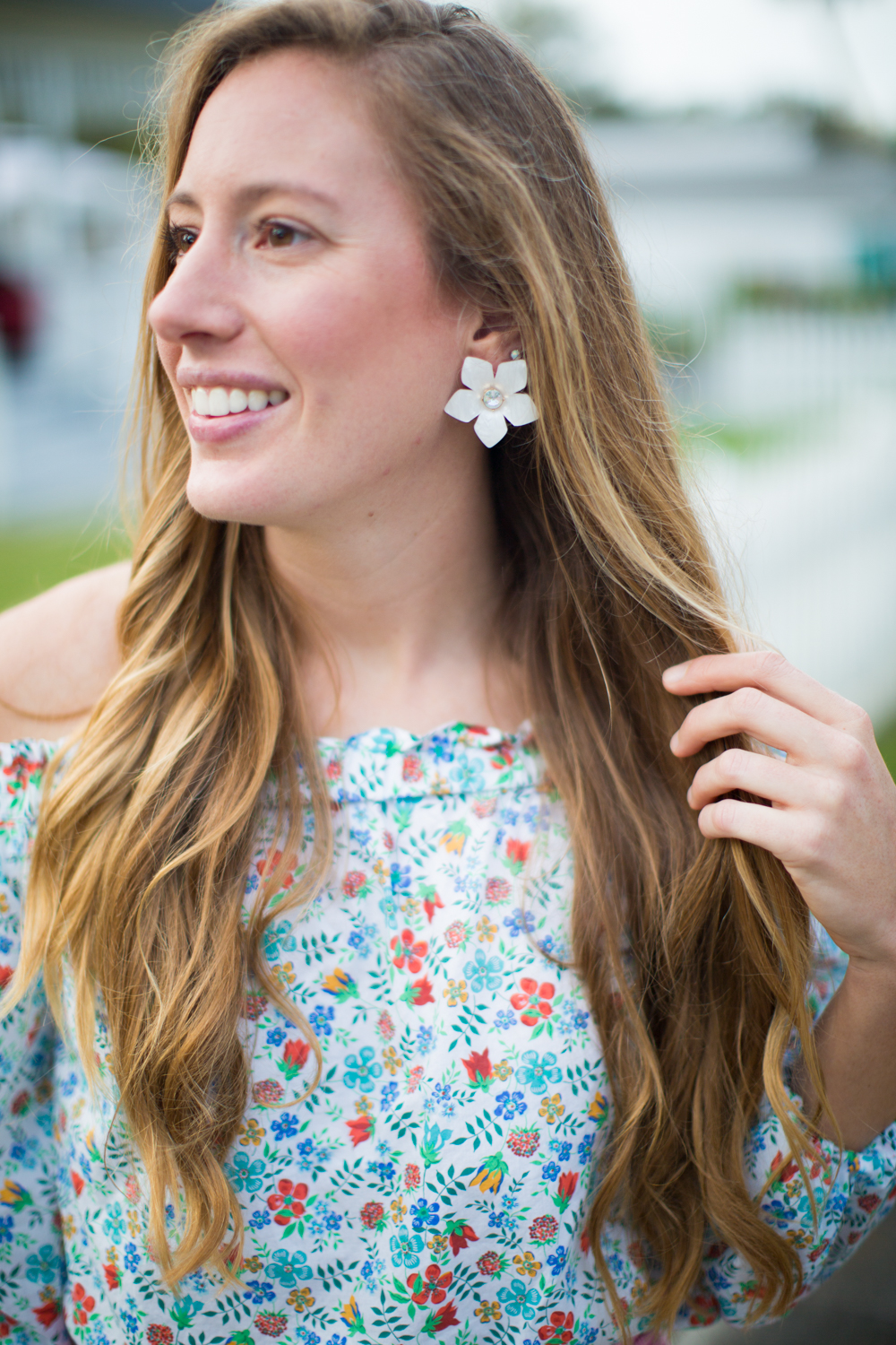 The Cutest Bow Shorts for Spring / An Easy Easter Outfit / Florals for Spring / Spring Outfit Inspiration / Sugarfix x Baublebar Flower Earrings - Sunshine Style