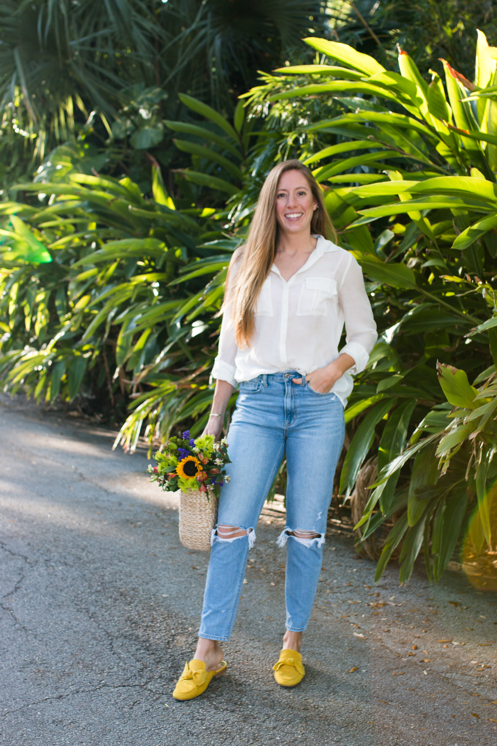 How to Style Mom Jeans / 4 Ways to Wear Mom Jeans / American Eagle Mom Jeans / Simple and Minimal Spring Outfit - Sunshine Style