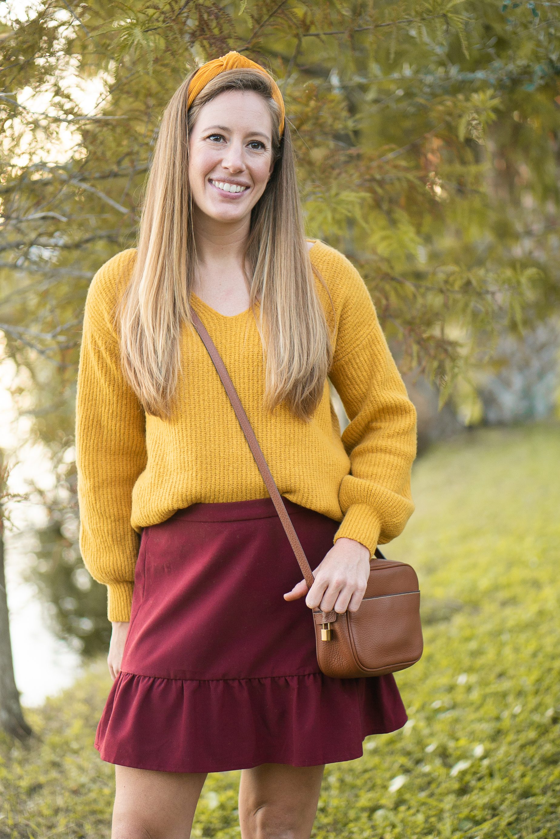 What to Wear on Thanksgiving + My 5 Black Friday Shopping Strategy Tips - Sunshine Style / Oversized Sweater / Thanksgiving Outfit Inspiration  / Top Knot Headband