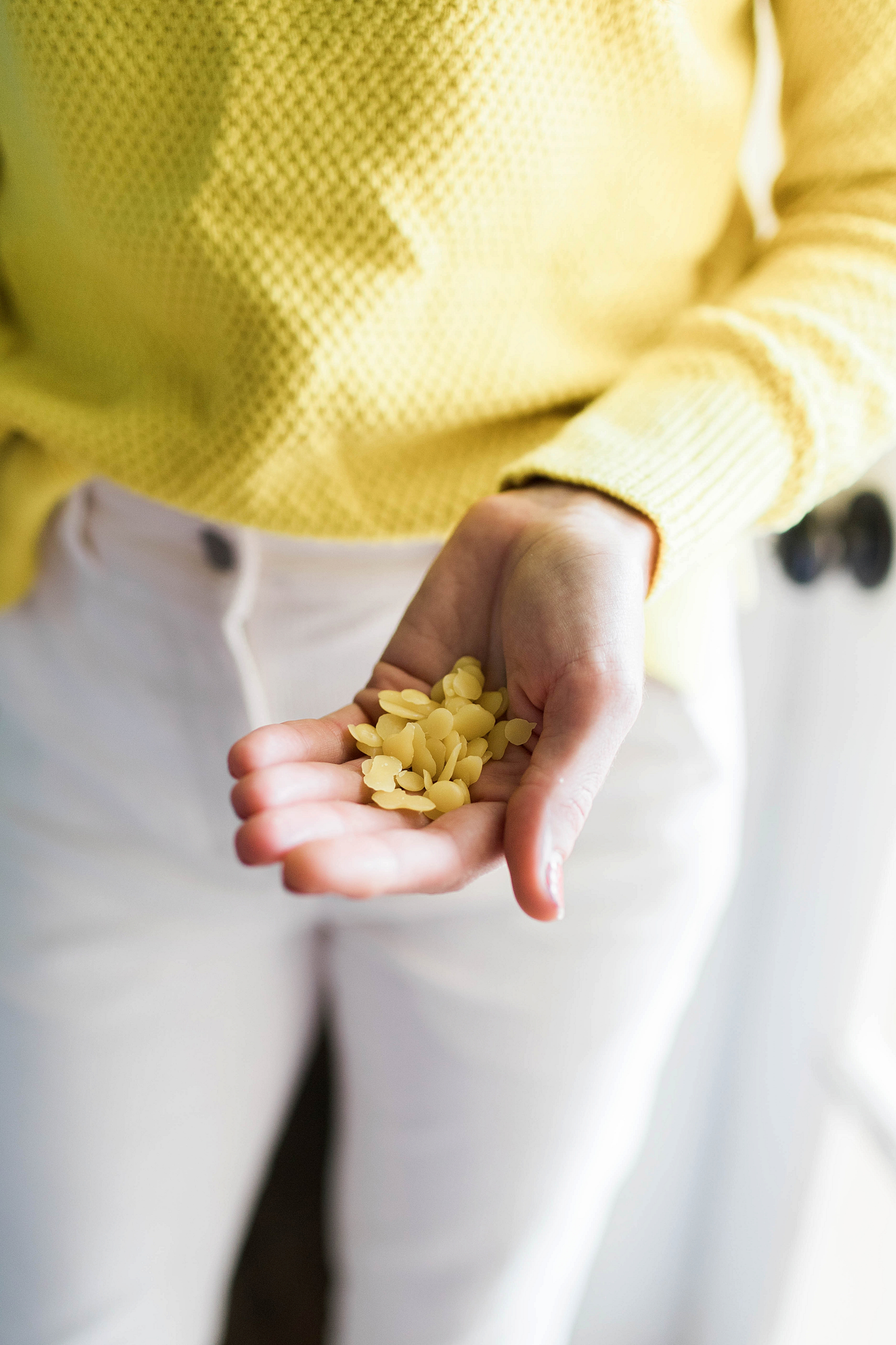 How to Make Reusable Beeswax Food Wraps / How to Make Your Own DIY Beeswax Wraps / Sustainable Living / Eco-Friendly Living / How to Style a Yellow Sweater / How to Wear White Pants - Sunshine Style, Florida Fashion and Lifestyle Blog