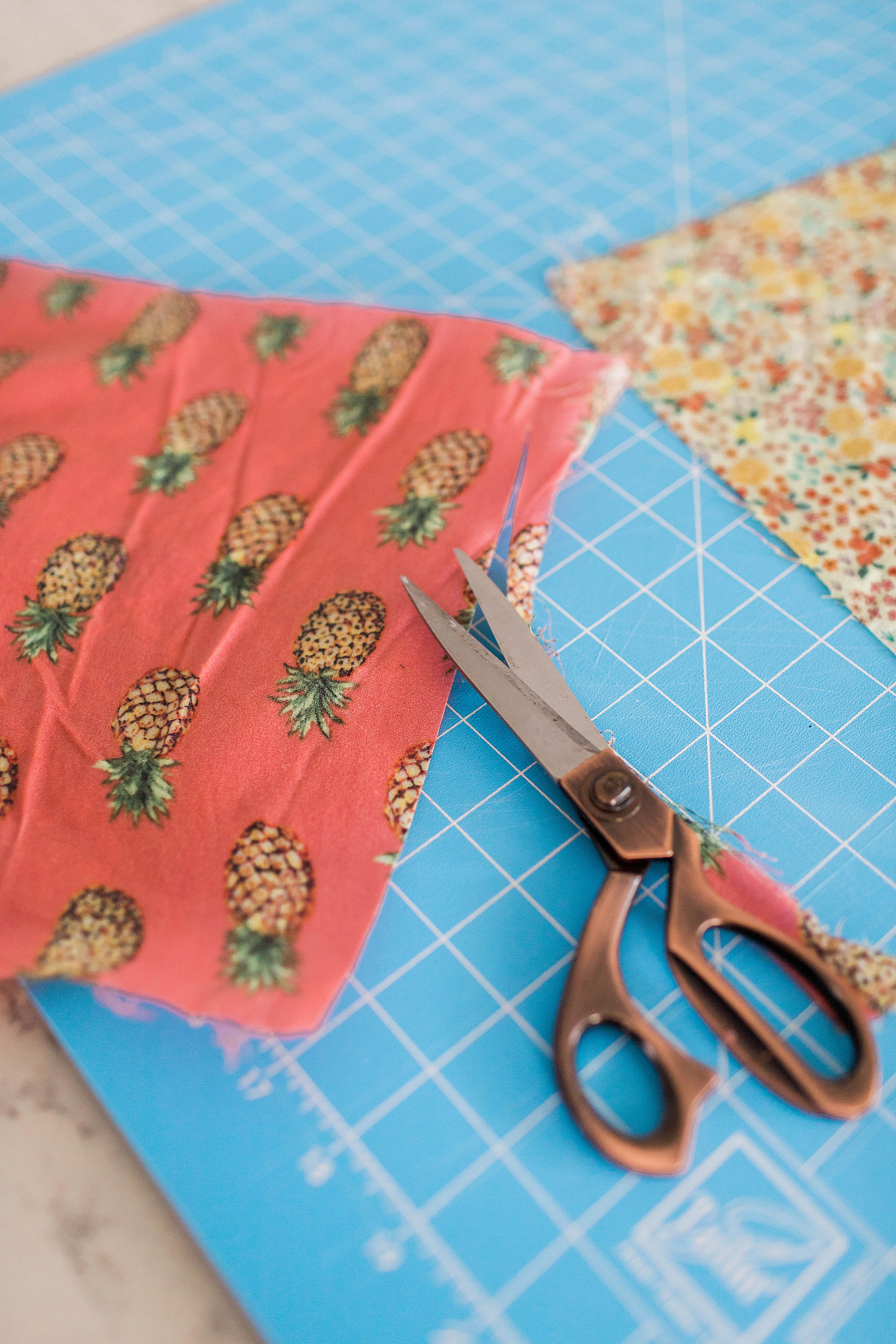How to Make Reusable Beeswax Food Wraps / How to Make Your Own DIY Beeswax Wraps / Sustainable Living / How to Style a Yellow Sweater / How to Wear White Pants - Sunshine Style, Florida Fashion and Lifestyle Blog