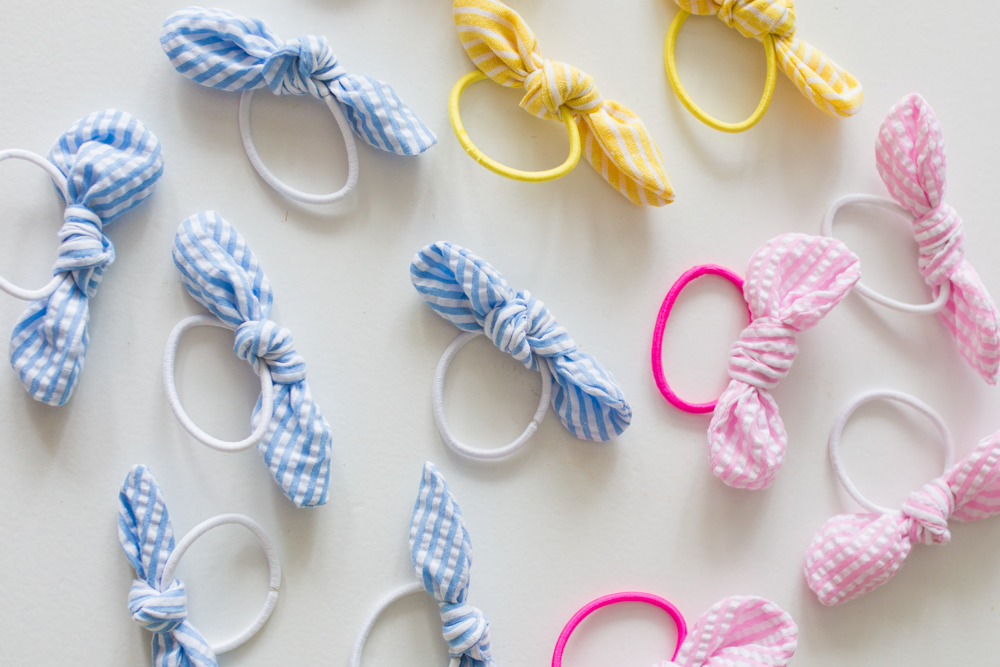 Sunshine Style Co. Elastic Bow Hair Ties / Hair Accessory / Preppy Outfit Inspiration / Seersucker Print - Sunshine Style, A Florida based Fashion and Lifestyle Blog