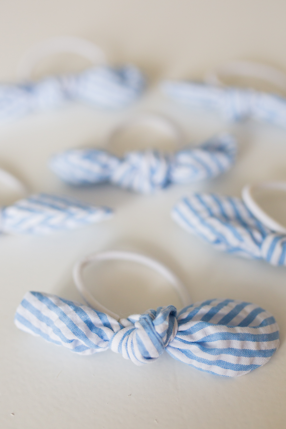 Sunshine Style Co. Elastic Bow Hair Ties / Hair Accessory / Preppy Outfit Inspiration / Blue Seersucker Fabric - Sunshine Style, A Florida based Fashion and Lifestyle Blog