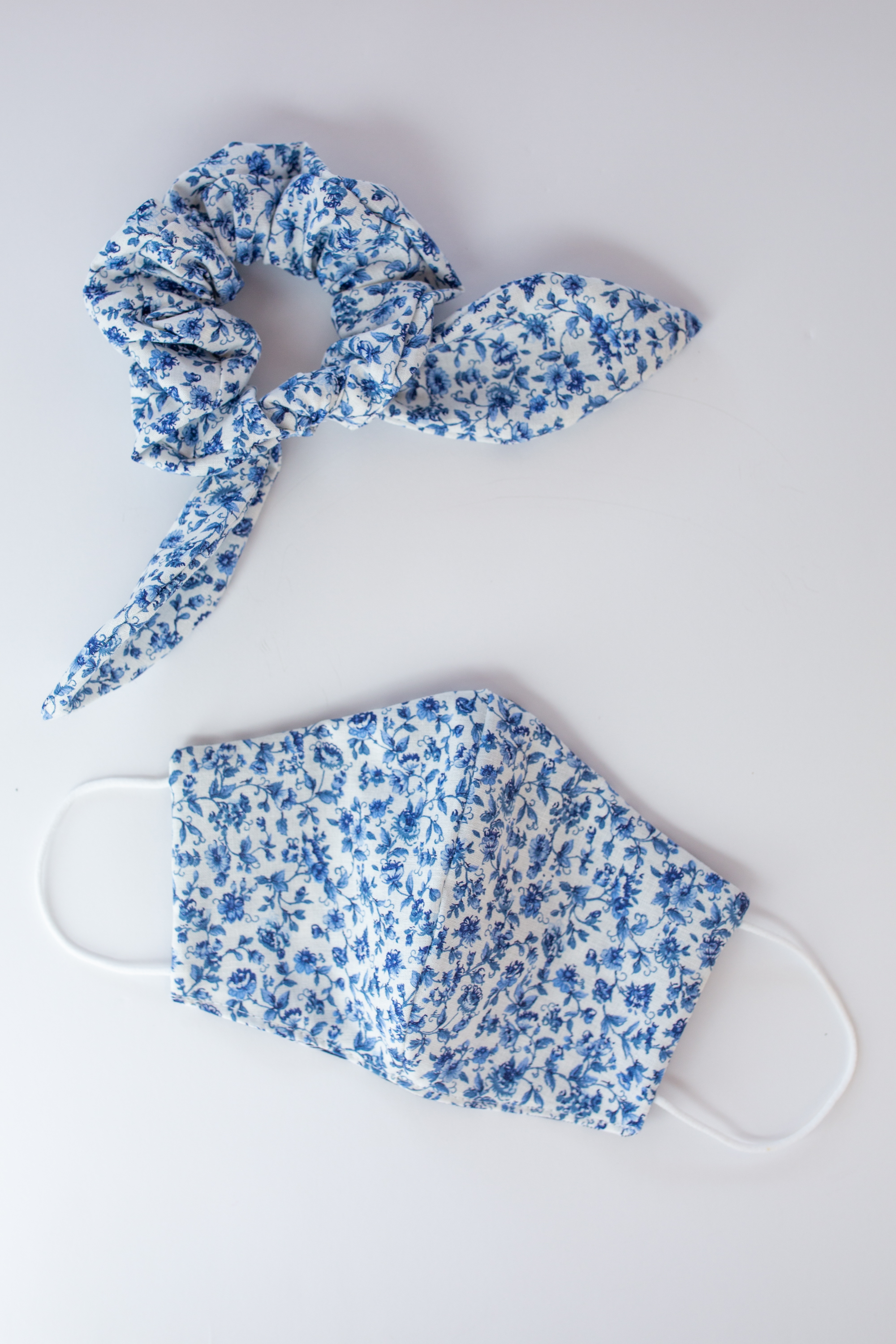 Matching Floral Scrunchie and Face Mask Set / Face Mask for Fall / Preppy Style / Preppy Outfit / Gingham Print / Bow Scrunchie / Hair Accessory  - Sunshine Style