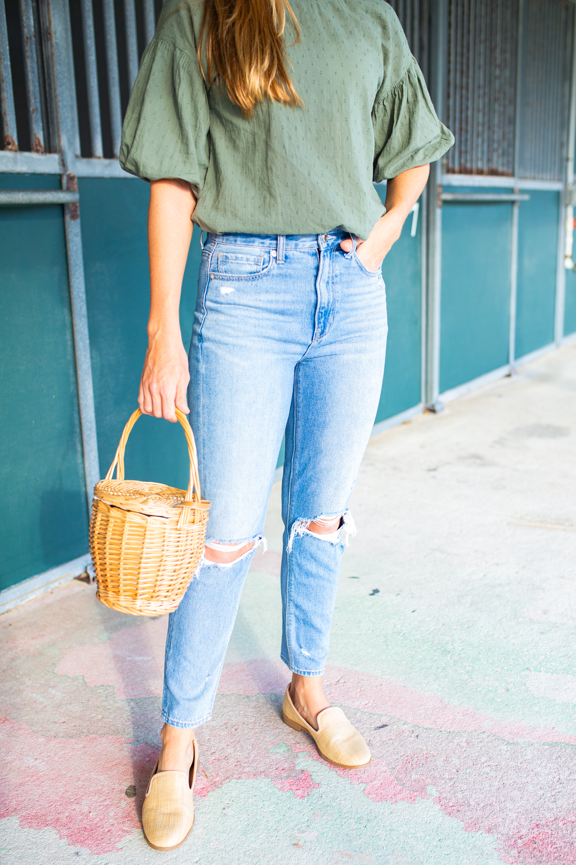 How to Style Mom Jeans for Fall / Cute Fall Outfits / Autumn Outfits / Casual Fall Outfits / Mom Jeans Outfit Fall / Outfit Ideas with Mom Jeans / Puff Sleeve Top - Sunshine Style, A Florida Fashion and Lifestyle Blog by Katie