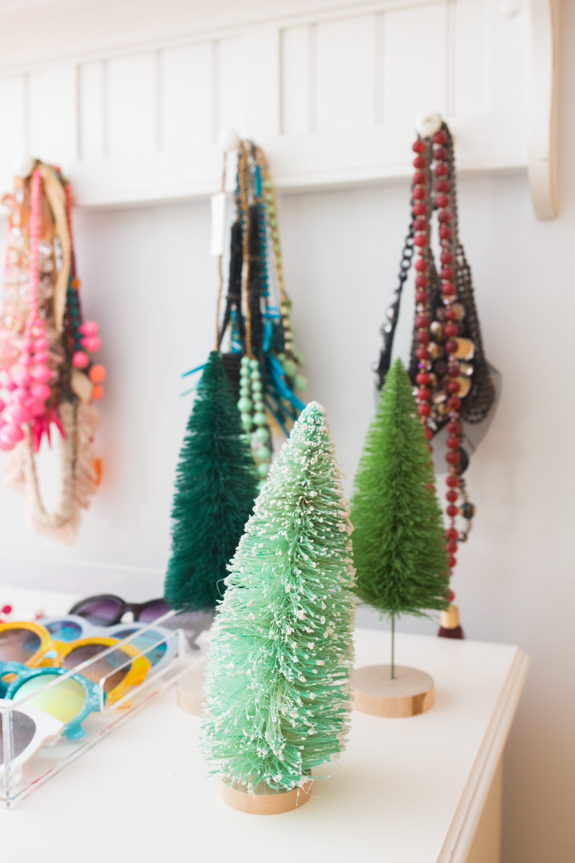 Non Traditional Christmas Decor / Non Traditional Christmas Decoration Ideas / Unusual Christmas Decorations / Beachy Christmas Decor / Tropical Christmas Tree / Florida Christmas Decorations - Sunshine Style, A Florida Based Blog