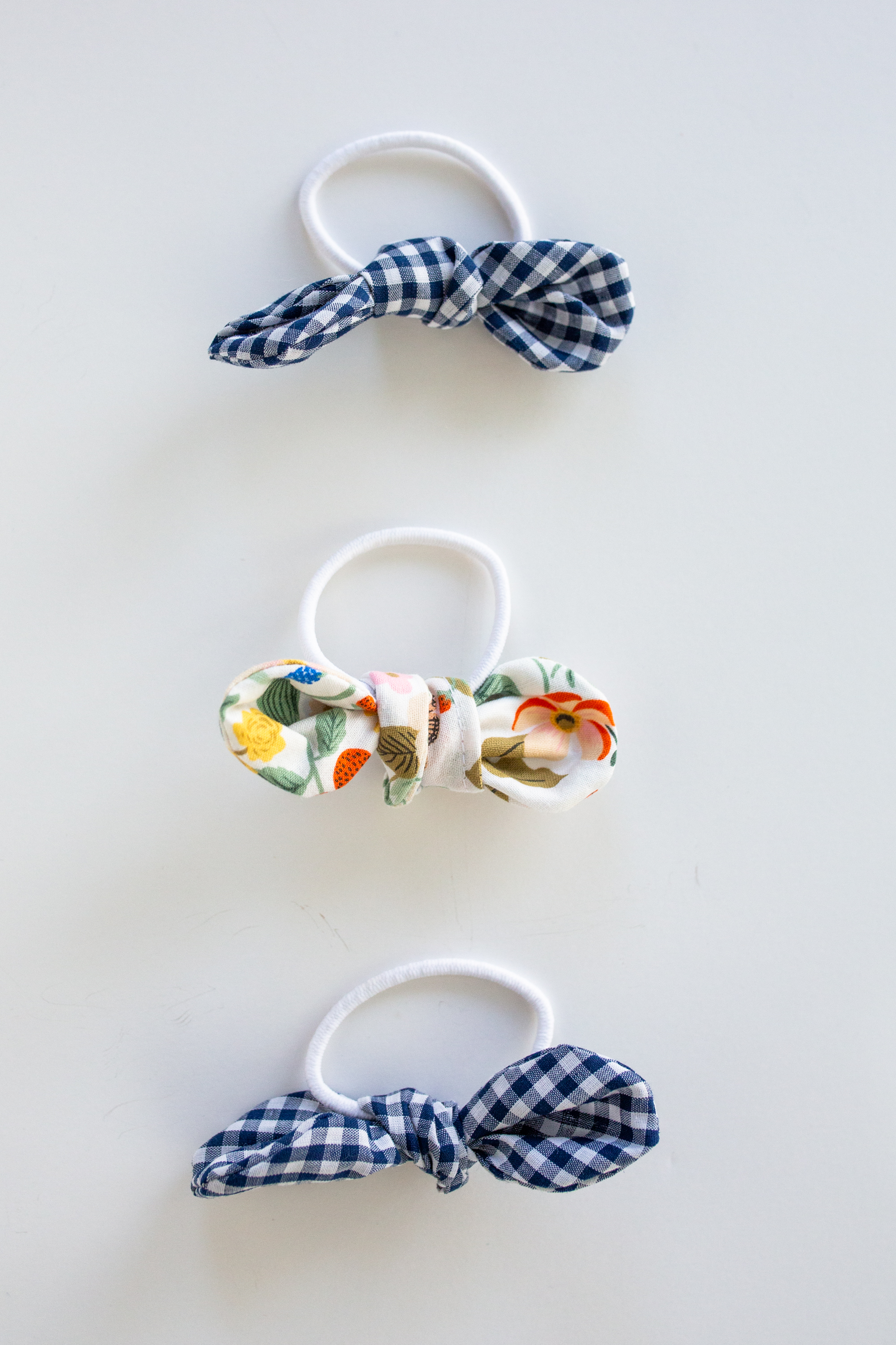 An Easy Handmade Christmas Gift Idea / Christmas Homemade Gift Idea / Rifle Paper Co. / Easy Sewing Project for Beginners / Easy Sewing Gifts / DIY Sewing Gifts / Bow Hair Tie / GIngham Print / Hair Accessories - Sunshine Style, A Florida Based Fashion and Lifestyle Blog by Katie